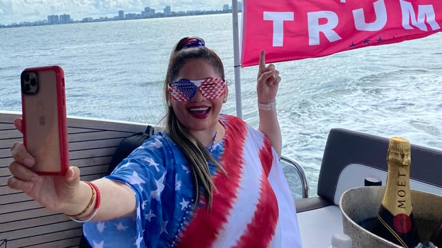 Araceli Villanueva auf einem Trump-Fan-Boot in Miami.