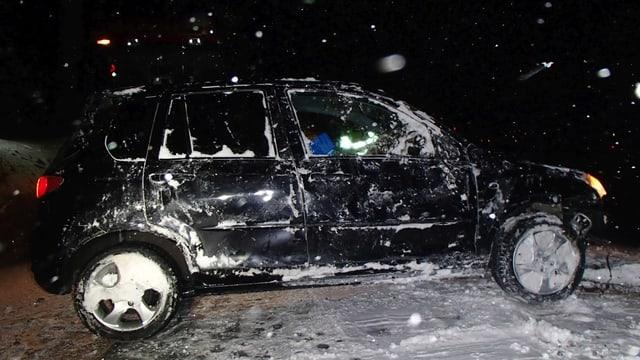 Demoliertes schwarzes Auto