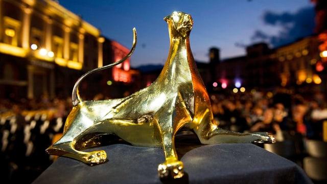 Statue des goldenen Leoparden von Locarno.