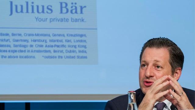 Boris Collardi, CEO von Julius Bär, an einer Pressekonferenz.
