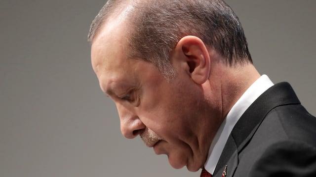 Recep Tayyip Erdogan in seitlicher Profilaufnahme