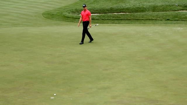 Henrik Stenson schreitet über den Golf-Court.