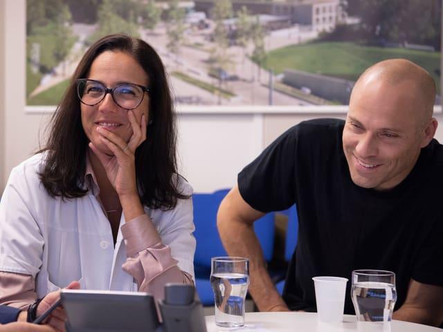 Jocelyne Bloch und Studienteilnehmer Sebastian Tobler.