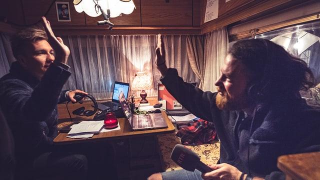 Andrea Bignasca e Livio en la rulotta