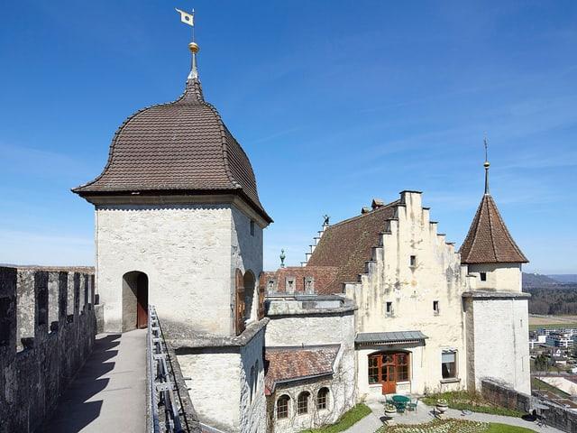 Aussenansicht Schloss Lenzburg.