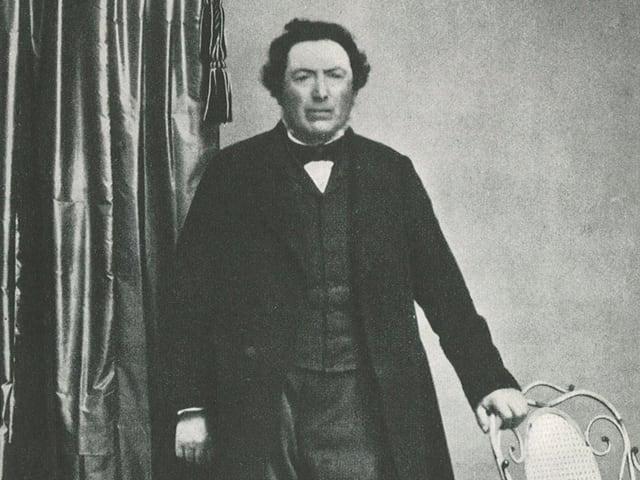 Heberlein auf einem schwarzweissen Foto. Er rägt einen Frack.