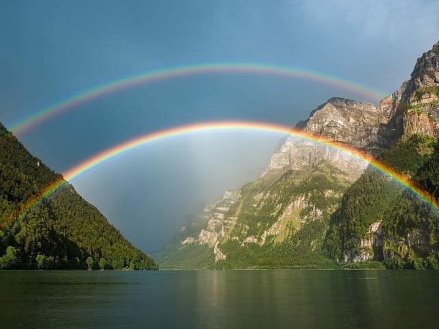 ein doppelter Regenbogen