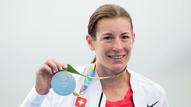 Nicola Spirig mit der Silbermedaille.