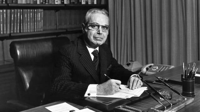 Javier Pérez de Cuéllar in seinem Büro in New York