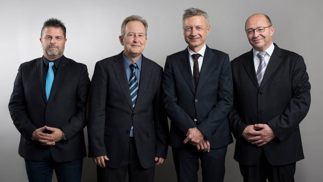 La nova KEYSTONE-SDA cun CMO Rainer Kupper, CEO Markus Schwab, COO Jann Jenatsch e CFO Daniel Mathys (da sanester).