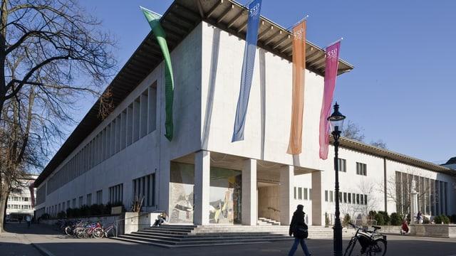 Blick auf das Hauptgebäude der Universität Basel
