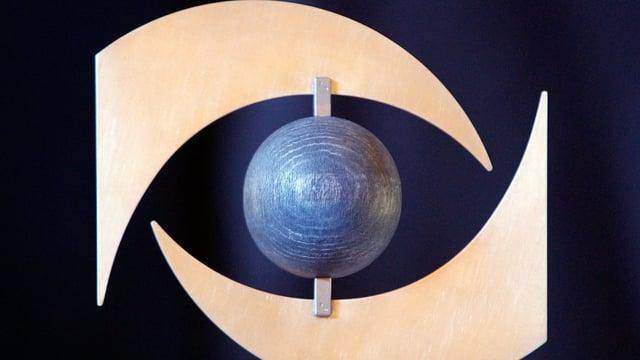 Der Preis «Public Eye Award» aus Holz.