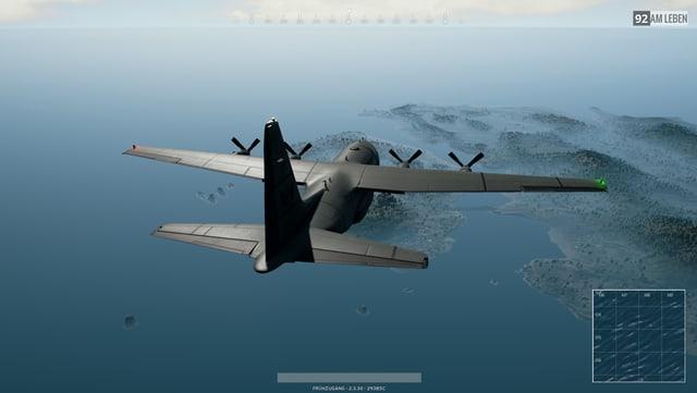 Ein Militärflieger fliegt über eine Insel.