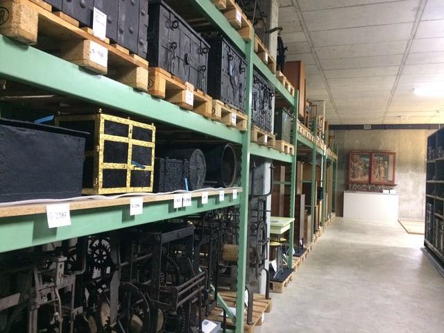 Gestelle im Sammlungszentrum