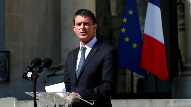 Manuel Valls am Rednerpult.