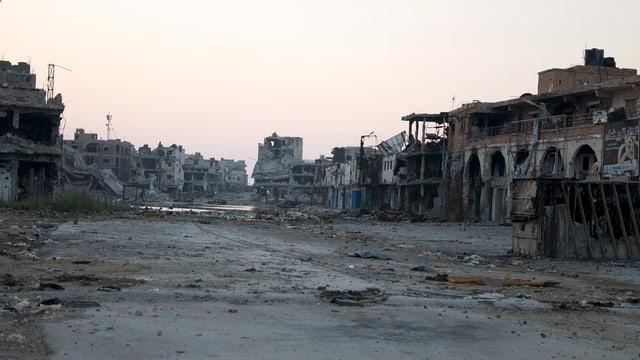 Devastaziuns en in quartier d'ina citad en la Libia.