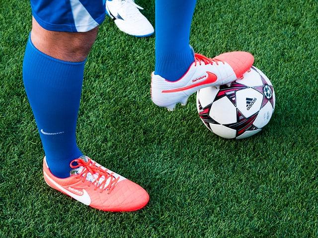 Wenn die Leistung genauso aussieht, wie die Schuhe einiger Spieler, dann steht dem Sieg nichts mehr im Weg!