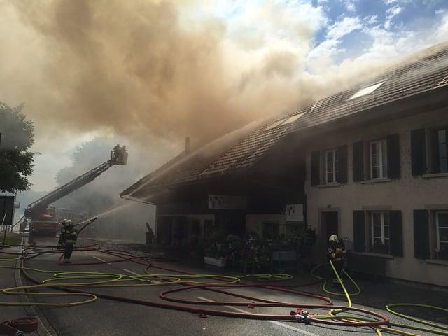 Bauernhaus in Brand.