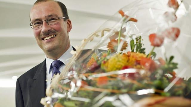 Markus Ritter posiert anlässlich der National- und Ständeratswahlen am 23. Oktober 2011 nach seiner Wahl in die grosse Kammer. (keystone).
