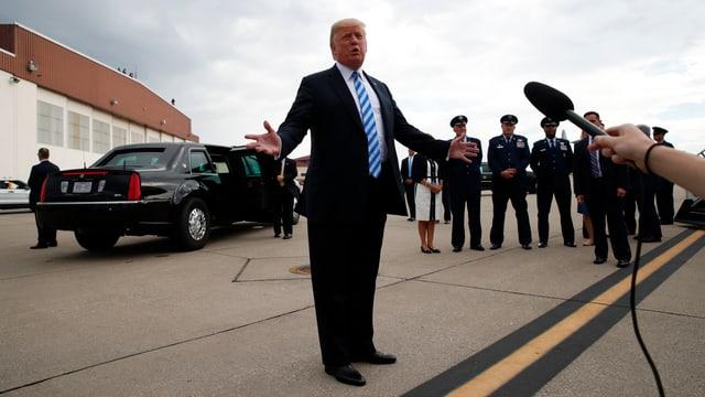 Trump spricht vor den Medien