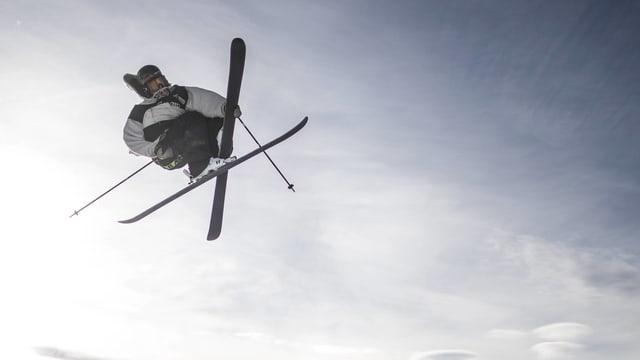 Jonas Hunziker fliegt im August in Neuseeland durch die Luft.