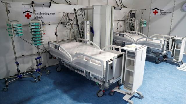 Leeres Spitalbett.