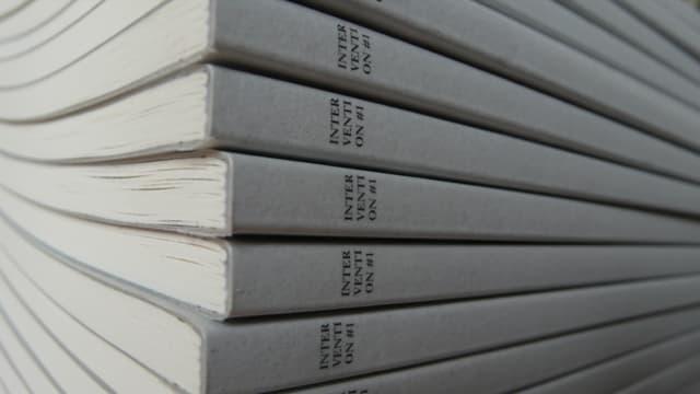 Aufeinander gestapelte Bücher