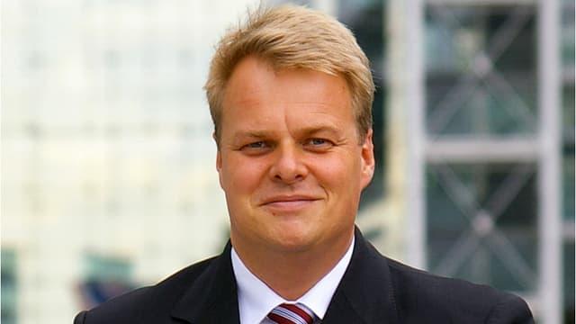 Lars Thomsen lächelt in die Kamea