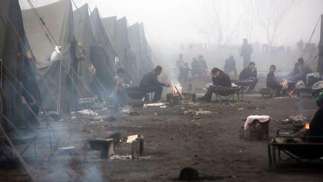 Syrische Flüchtlinge in einem Zeltlager in der bulgarischen Stadt Harmanli im November 2013.