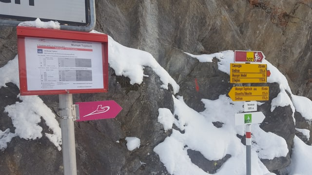 Ina signalisaziun per ina ruta da gianellas da Mustér envers Sedrun.