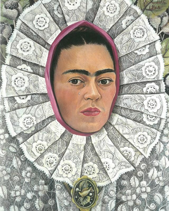 Gemälde einer Frau, deren Gesicht von einem aufwändigen Kopfschmuck eingerahmt ist.