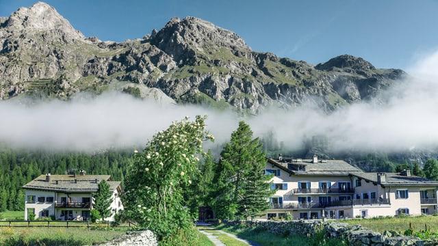 Nebel über dem Dorf Sils Maria.
