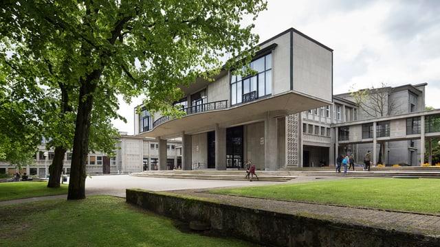 Ein Universitätsgebäude von aussen.