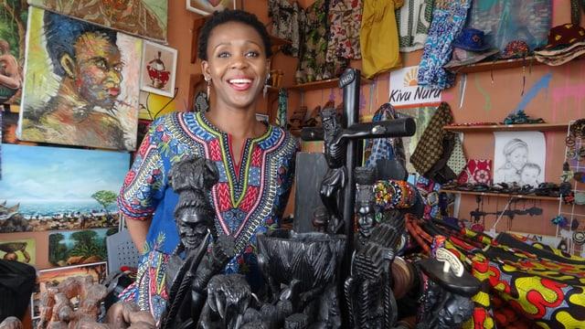 Die junge kongolesische Designerin Justine Mapendo in ihrer Boutique