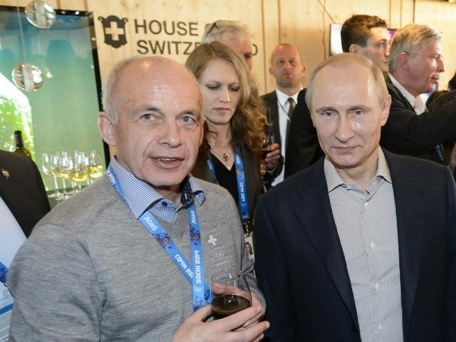 Ueli Maurer (links) und Wladimir Putin (rechts)