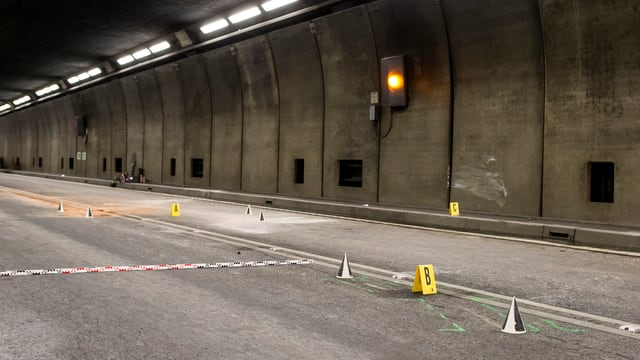tunnel dal Gottard, lieu d'in accident cun autos