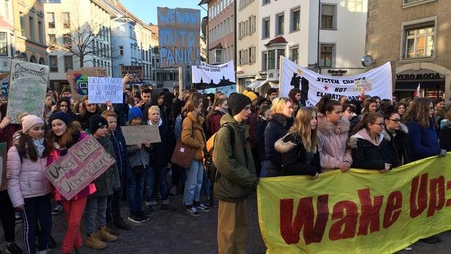Jugendliche demonstrieren in Schaffhausen.