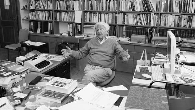 Irenäus Eibl-Eibesfeldt in seinem Arbeitszimmer. Archivbild.