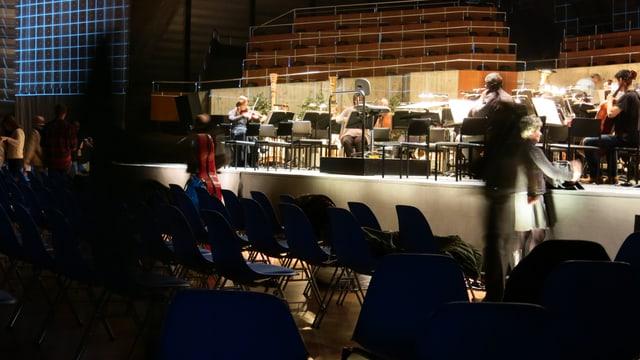 Orchesterprobe auf der Bühne des Bieler Kongresshauses für «Das Rheingold».