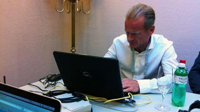 Carsten Schloter beim Beantworten der Fragen.