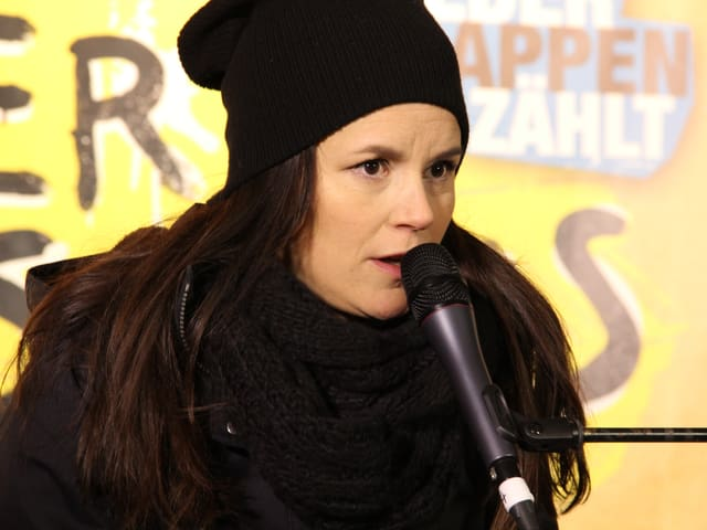 Bei Minustemperaturen singt Caroline Chevin: «Too proud to speak»