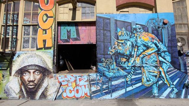 Graffiti-Gemälde an einer Hauswand.