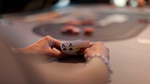 Eine Pokerspielerin