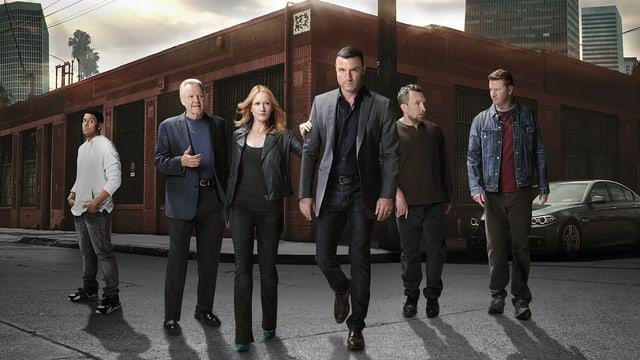 Gruppenbild der Serienhauptdarsteller