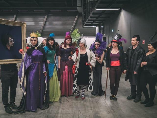 Eine Truppe von Disney Cosplayern