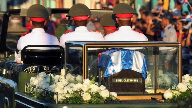 Blick auf die Urne, in welcher die Asche Castros quer über die Insel von Havanna nach Santiago de Cuba gebracht wurde.