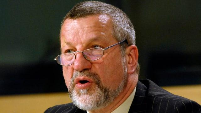 Porträt Max-Peter Ratzel.