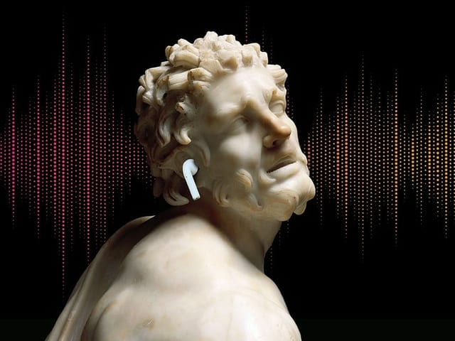 Marmorstatue mit Airpod im Ohr