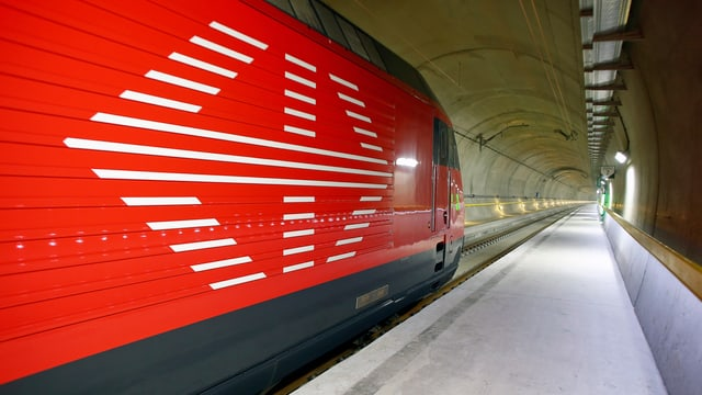Testzug im neuen Gotthard-Basistunnel
