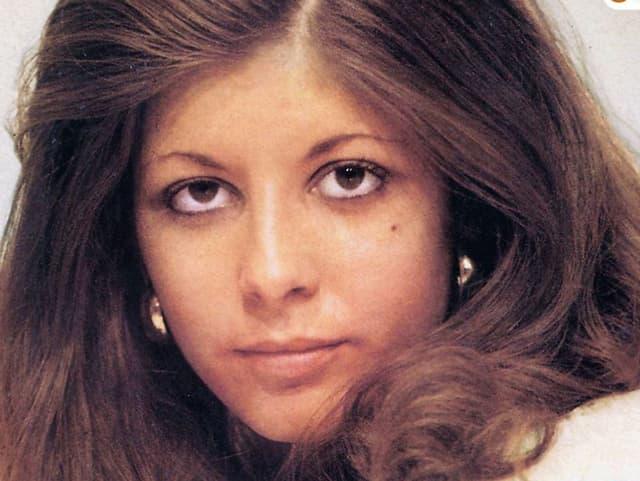 Porträtfoto einer jungen Frau mit brauen Haaren.